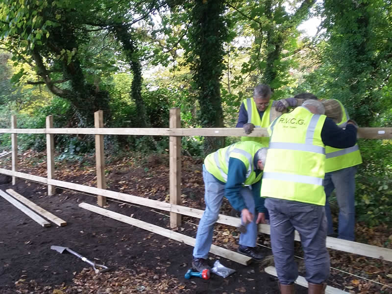 RVCG Task Team erecting a fence to help prevent fly-tipping. Photo by Sue Shaw, RVCG, 2015.