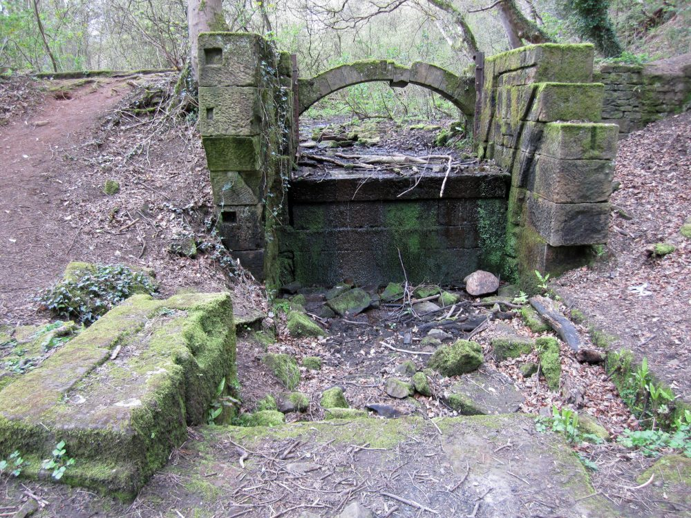 Remains of the wheel pit and arch at Roscoe Wheel. (RVCG, 2014)